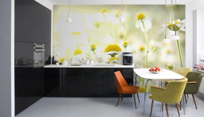 Фотообои для кухни с ромашками