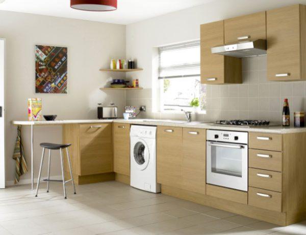 Стиральная машина на угловой кухне