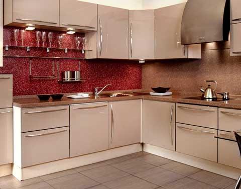 Угловая кухня со встроенной техникой