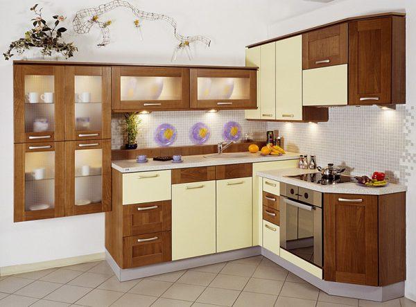 Дизайн угловой кухни под дерево