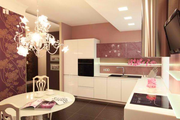 Дизайн угловой кухни с люстрой