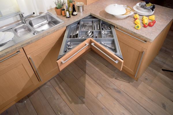 выдвижной механизм на угловой кухне