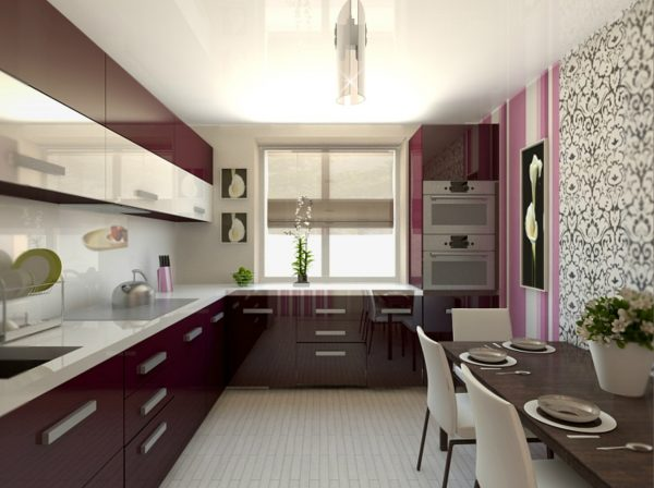 кухня со столом у стены