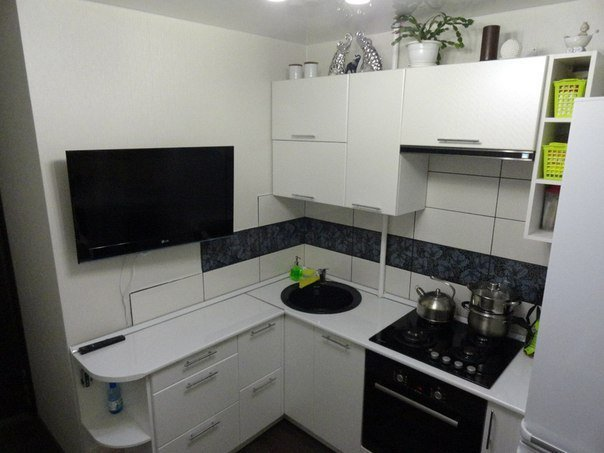 Белый интерьер кухни 5 кв.м.