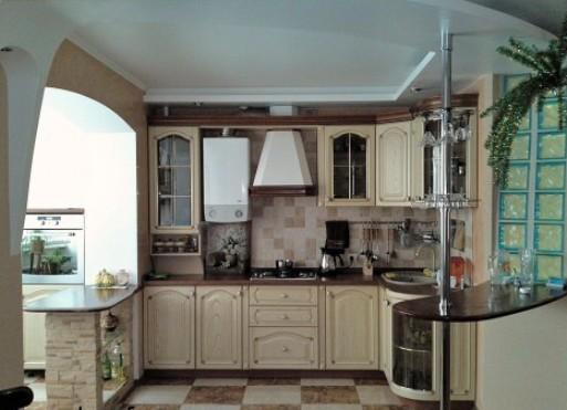 Арка в переходе между балконом и кухней