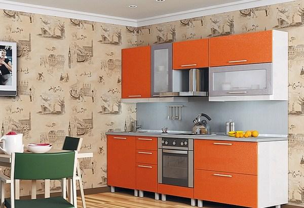 Яркая оранжевая кухня с серой столешницей