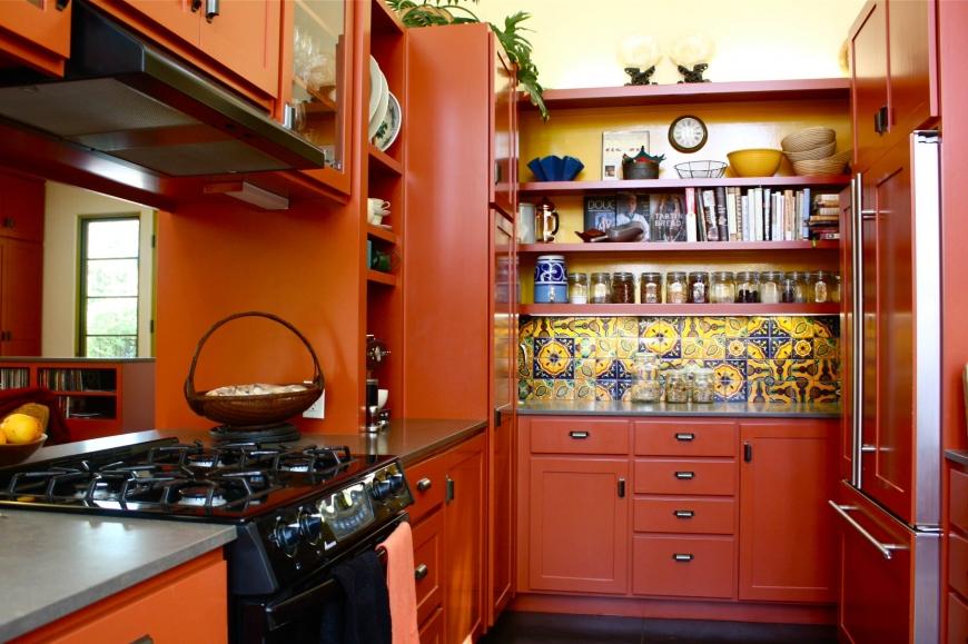 Оранжевый с желтыми оттенками на кухне