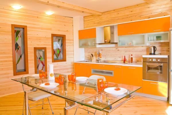 оранжевая кухня и декор