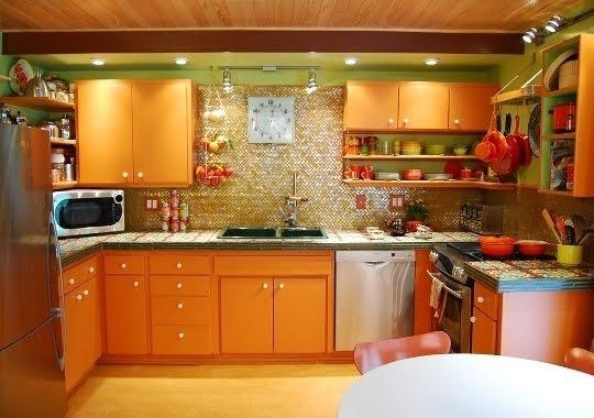 зелёный на оранжевой кухне