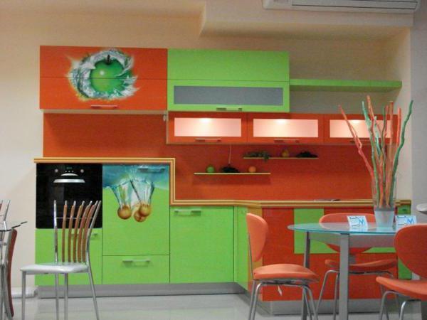 оранжево-зелёная кухня