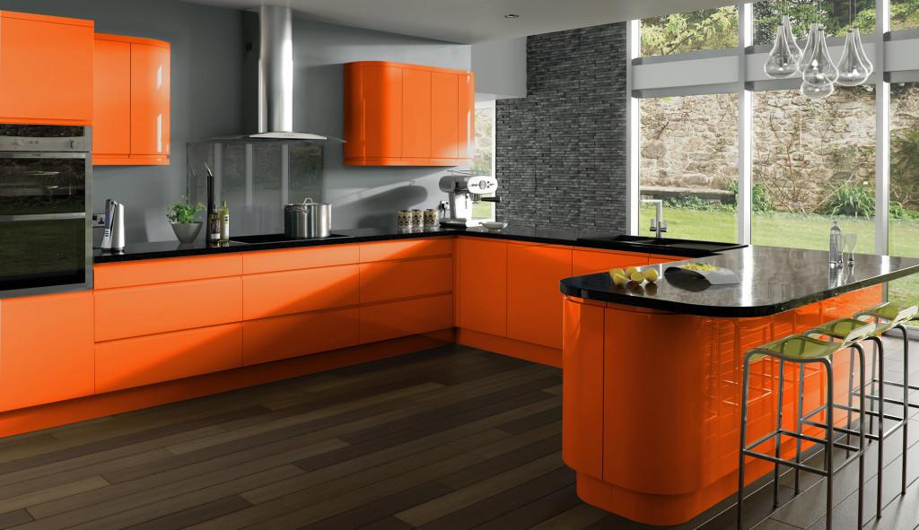 оранжевая кухня с серыми стенами