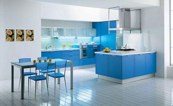 лёгкий голубой в интерьере кухни