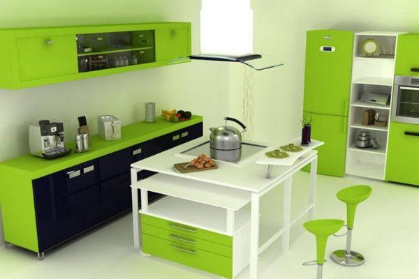 зелёная кухня с островной зоной
