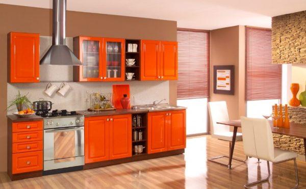 Яркая персиково-оранжевая кухня