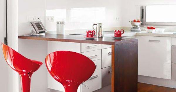 Красные вкрапление в интерьере кухни