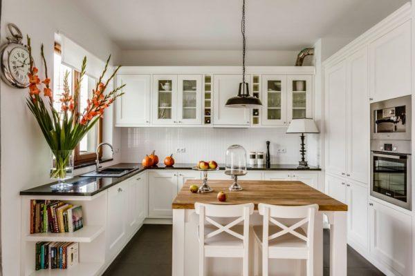 уютная кухня светлая