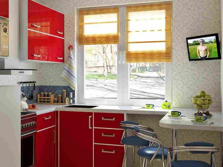 Угловой стол для маленькой кухни