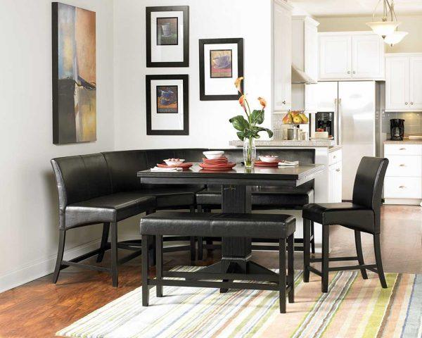 черный диван на кухне