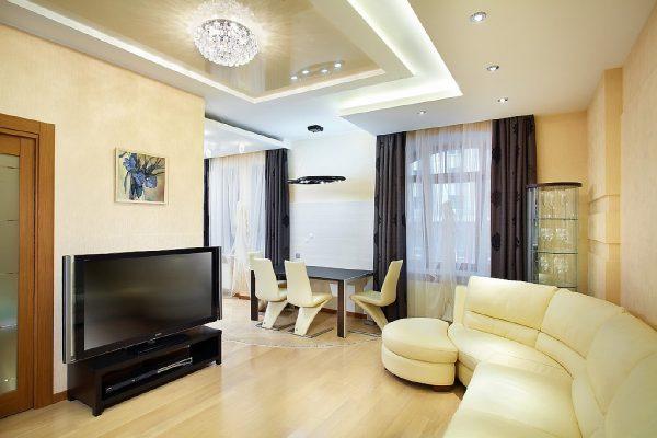 белый угловой диван и светлая обеденная зона