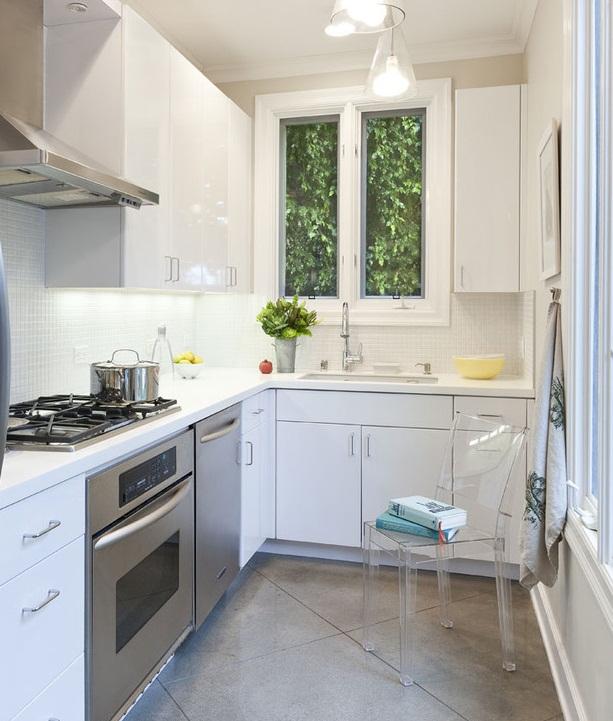 гарнитур белый на кухне