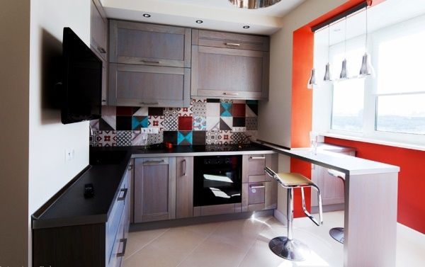 маленькая кухня совмещённая с балконом